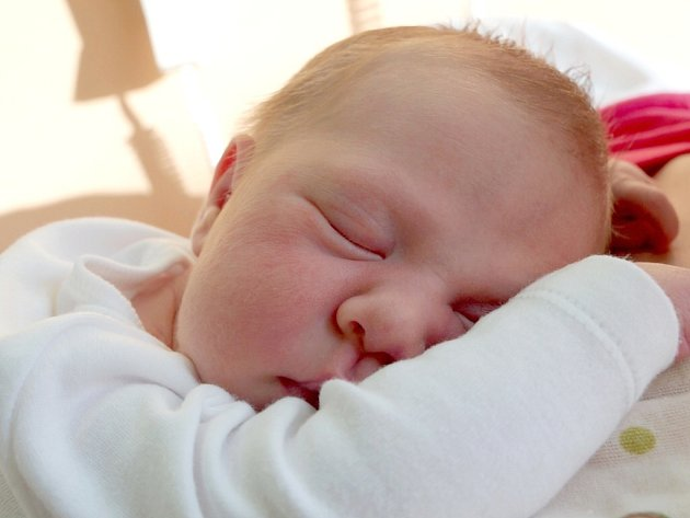 TEREZIE BALOGHOVÁ bude mít v rodném listě datum narození sobotu 10. listopadu v 5.05 hodin. Na svět přišla s váhou 3 510 gramů a mírou 50 centimetrů. Z malé Terezky se těší doma v Dolním Žandově maminka Dana a tatínek Martin.