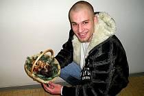 MÁ ČÍM SE VYCHLOUBAT!  Nadšený mykolog z Chebu Ondřej Nádvorník se pochlubil košíkem hub, které nasbíral v okolí Zelené hory.