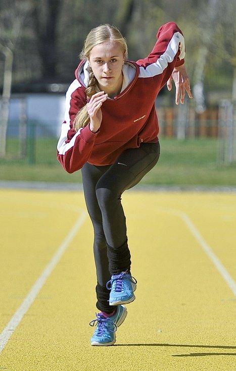Obrovského zlepšení dosáhla Aneta Tiralová. V   závodě předvedla něco, co je z říše atletických snů – druhý nejlepší čas v České republice. Na snímku z tréninku na Zlaté dráze v Chebu.