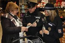 Policisté zaznamenali zvýšený počet kapesních krádeží. Vyráží proto na různé akce, na kterých se koncentruje větší počet lidí. Věnují se ale také prevenci.
