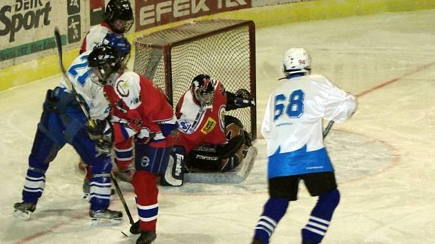 Hokejové utkání dorostu Mariánských Lázní a Teplic skončilo remízou 3:3