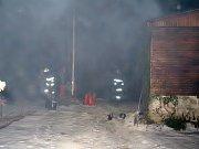 Požár suché trávy v sobotu večer na okraji Františkových Lázní