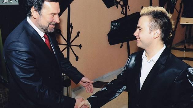 Vysokoškolský student a moderátor zábavných pořadů Miloš Skácel z Mariánských Lázní a Radek John  v současné době už připravují dramaturgii a stěhování tradičního  vánočního  koncertu z Mariánských Lázní do Ostravy.