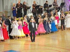 Sportovní hala Lokomotiva v Chebu se o víkendu proměnila v obrovský taneční parket. Konal se zde totiž v pořadí již 24. ročník Mezinárodní taneční soutěže Grand Prix.