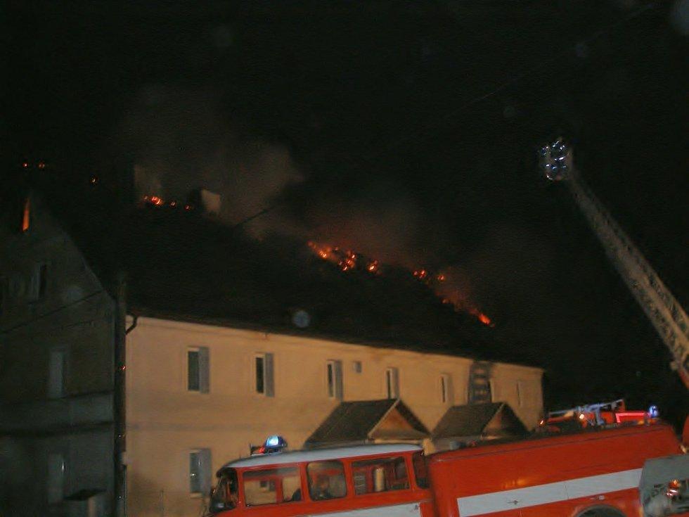 Požár střechy rodinného domu v Horní Vsi u Františkových Lázní