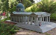 Velká rodina miniatur v parku Boheminium