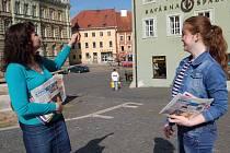 HISTORICKÉ KRÁSY CHEBU odhalovala Valeria Chramenkova s pomocí svojí ruské učitelky češtiny Eleny Feščenko.