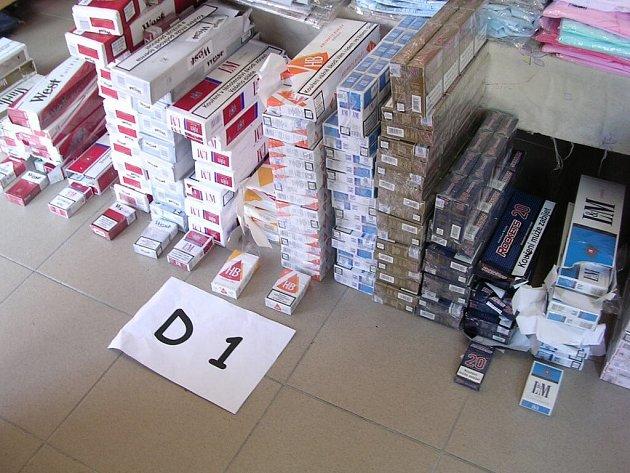 Cigarety objevené na tržnici v obchodním centru Dragoun v Chebu