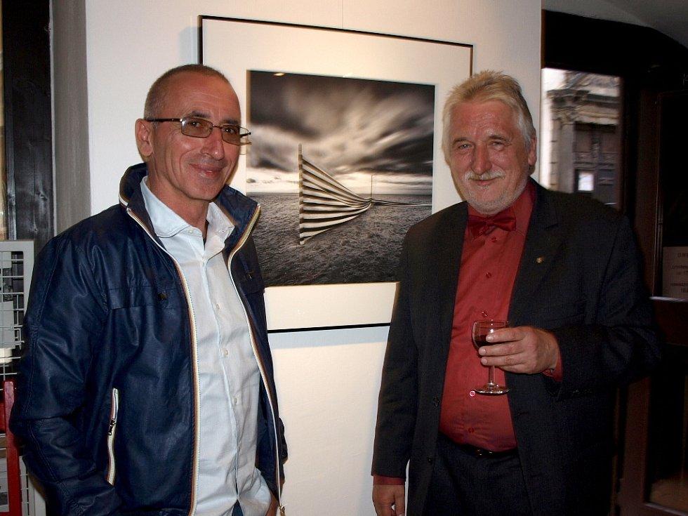 Až do konce června budou v chebské Galerii 4 k vidění snímky italského fotografa Giuliana Colliniho.