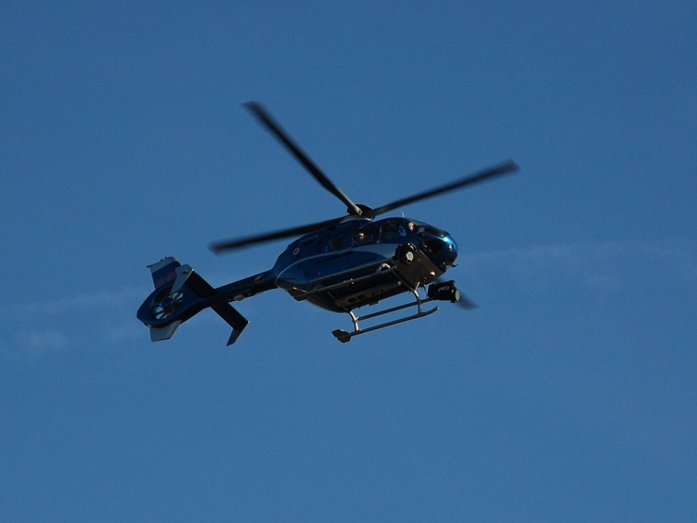 Policejní vrtulník s termovizí pátrá od nedělního časného rána v Dolním Žandově po pohřešované Monice Ďuričové z Chebu