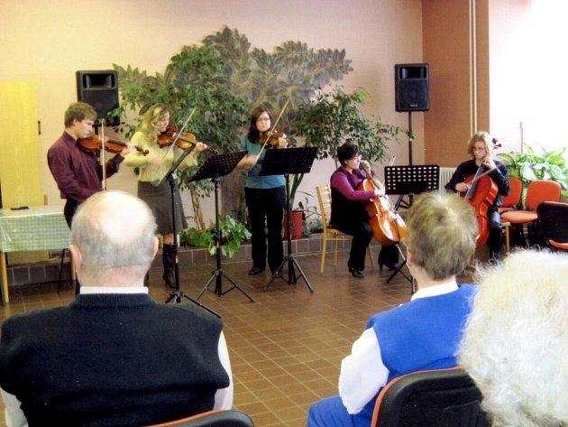 Jaro zahájil komorní koncert.