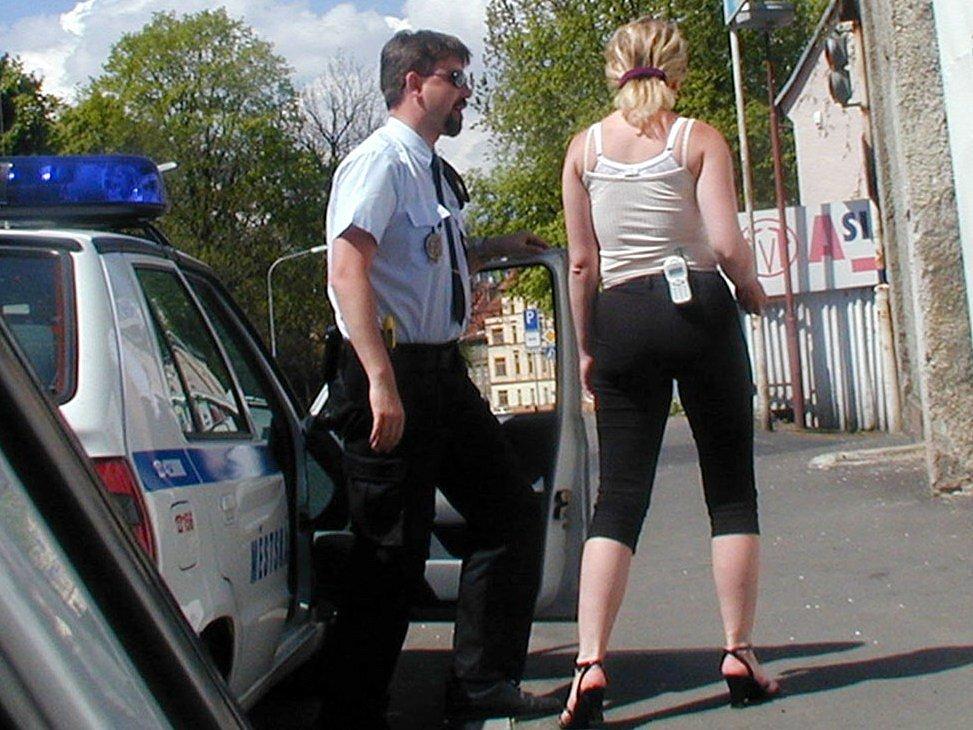 Spoře oděné prostitutky v chebských ulicích se objevují už téměř dvacet let