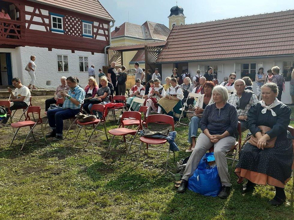 Hrázděný statek v Milíkově je po třech letech rekonstrukcí kompletně otevřený