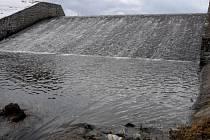Přeliv přehradní nádrže Podhora