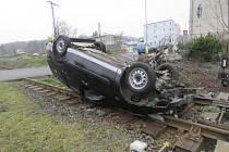 Dvaačtyřicetiletý řidič vozidla Ford 13. dubna v Aši havaroval na křižovatce U Nádraží.