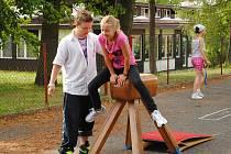 Nejen čeština, ale také němčina se ozývala ze školního dvora ve Skalné. Konala se tu oslava dne dětí a jak bývá zvykem, nechyběla řada disciplín, a to nejen sportovních.
