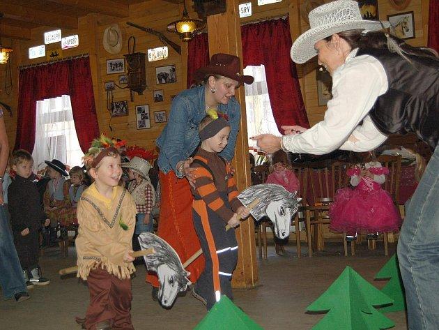 Doba maškarních plesů pro děti i dospělé a masopustních průvodů nastala i na Chebsku.