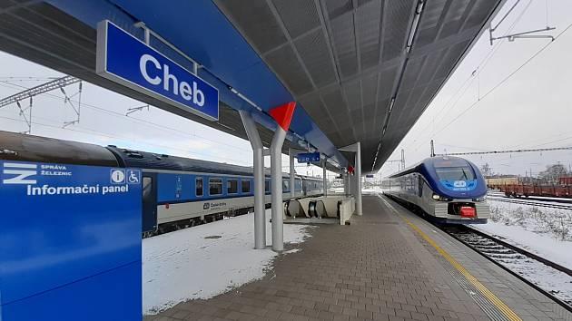 Na chebském vlakovém nádraží úspěšně skončila oprava nástupišť. Celkem práce trvaly přes dva roky.