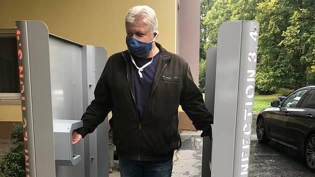 Covid brána je nově u mariánskolázeňské nemocnice.