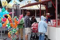 Třídenní festival v Mariánských Lázních s názvem Pivní láznění si nenechali lidé ujít. I přes něpřízeň počasí jich v sobotu dorazilo několik desítek.