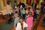 Téměř tři tisíce hlasujících návštěvníků Muzea Cheb podpořily 53 soutěžních prací žáků základních a mateřských škol na téma Sněhulák. Vyhlášení výsledků se uskutečnilo ve Valdštejnské obrazárně.