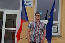 Popisek pod foto: Benjaminem volební komise třetího okrsku ve Františkových Lázních Tomáš Kopecký neskrýval, že chtěl dohlédnout na průběh voleb ve svém městě.
