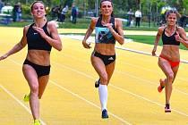 Jedno z nejmodernějších sportovišť v Chebu, takzvanou Zlatou dráhu, čeká v budoucnu vylepšení. Už teď se na ní konají řady soutěží a závodů a město plánuje její rozšíření.