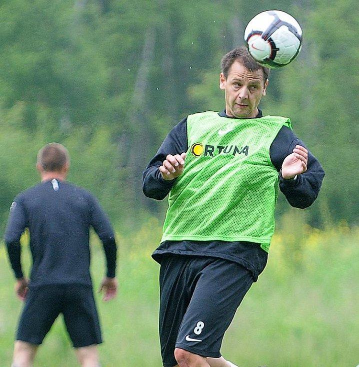 Celkem třicet hráčů má k dispozici generální sportovní manažer letošního mistra Gambrinus ligy Sparty Praha Josef Chovanec na kondičním soustředění ve Františkových Lázních.