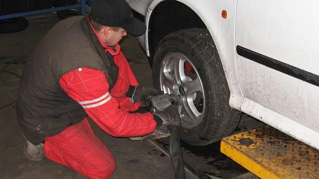 Ilustrační foto výměna pneu