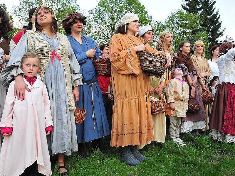 Čarodějky se vydaly napříč Mokřinami.