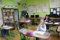 Po více jak dvou měsících se otevřely školy pro žáky prvního stupně.