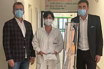 Chebská nemocnice dostala germicidní lampu.