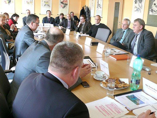 O TECHNOPARKU ve Velké Hleďsebi jednali zástupci obce, vedení kraje i potencionální partneři.