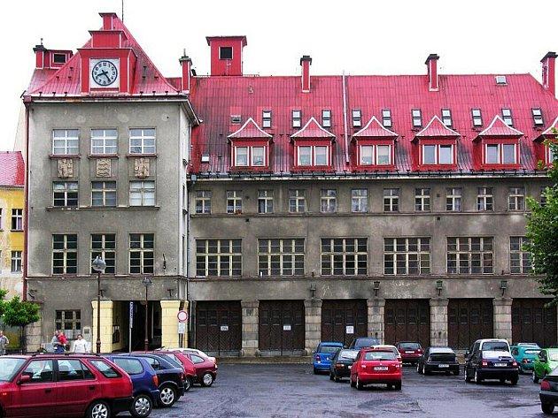HASIČSKÁ ZBROJNICE na Poštovním náměstí v Aši se stala oficiální kulturní památkou. V prvním poschodí by měla ještě letos vzniknout muzejní expozice.