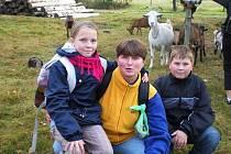 RADKA HURTOVÁ (uprostřed) z chebské Sovy nevynechá jedinou příležitost na uspořádání výletu pro děti.