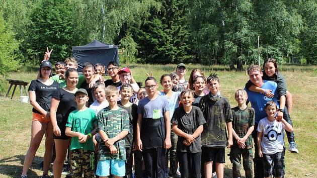 Military tábor, který pořádá spolek Academia of Soldiers, chce vytáhnout děti od moderní techniky.
