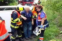 Havárii osobního auta u Ovesných Kladrub řešily ve čtvrtek záchranné složky.