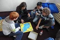 DEN PLNÝ HER, který se konal na Svobodné chebské škole, byl návštěvnicky velmi úspěšný. Akce symbolicky zahájila pravidelný Klub logických her.