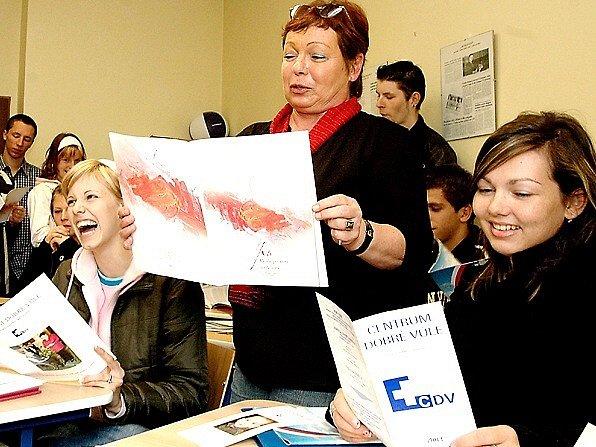 Centrum dobré vůle z Chebu, v jehož čele stojí ředitelka Hana Růžičková (uprostřed), oslaví letos šestnácté narozeniny