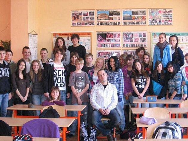 BÝVALÝ GAMBLER Petr Kohout otevřeně vyprávěl žákům 3. základní školy v Chebu o svém životě, ztrátách i pobytu v léčebně.