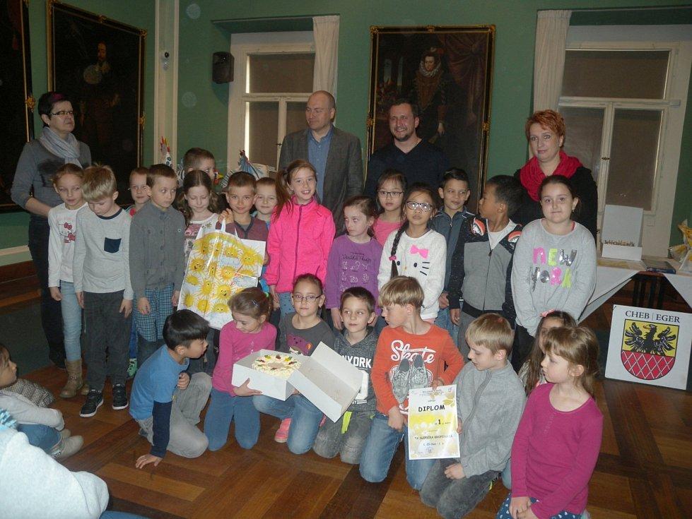 Pracovníci Muzea Cheb ocenili účastníky letošní jarní soutěže s názvem Ta slepička kropenatá.