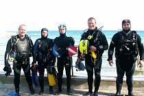 JAN DRŽMÍŠEK (na snímku vlevo) se společně se svými přáteli z Klubu sportovního potápění Kajman Cheb vydal v roce 2012 potápět na ostrov Elba v Tyrhénském moři.