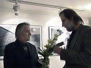 David Kurc při přípravě své výstavy v chebské galerii G4