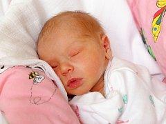 VIKTORIE MATYÁŠOVÁ se narodila v sobotu 23. května v 11.26 hodin. Při narození vážila 2 560 gramů a měřila 48 centimetrů. Maminka Lucie a tatínek Martin se těší z malé Viktorky doma v Chebu.