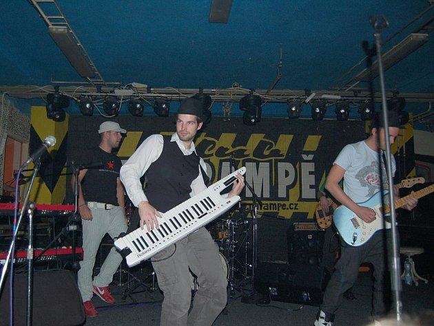 Koncert v klubu Na Rampě. Ilustrační foto.