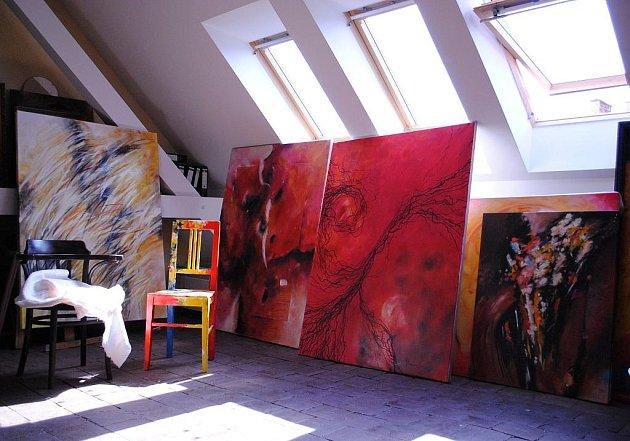 OBRAZY Josefa Fleischmana je možné vidět v jeho soukromé výstavní síni v podkrovním ateliéru.