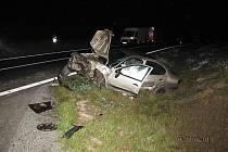 Těžkým zraněním dvacetiletého spolujezdce skončila dopravní nehoda, která se stala v sobotu večer na obchvatu Velké Hleďsebe na Chebsku.