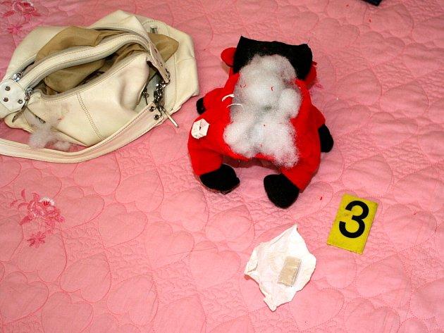 Drogy měli zadržení dealeři schované v důmyslných úkrytech