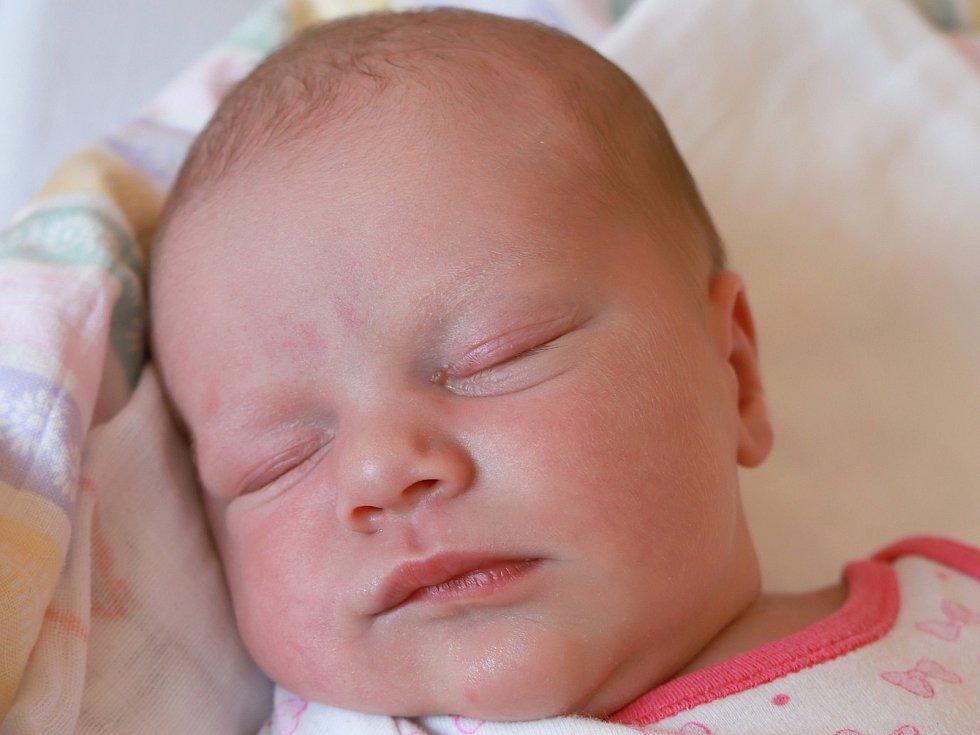 SÁRA VRŠANOVÁ se narodila v neděli 25. srpna v 17.50 hodin. Na svět přišla s váhou 3 360 gramů. Maminka Petra a tatínek Jiří se radují z malé Sárinky doma v Chebu.