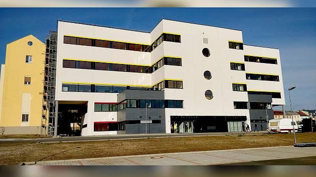 Rekonstrukce nemocnice se pozastavila.